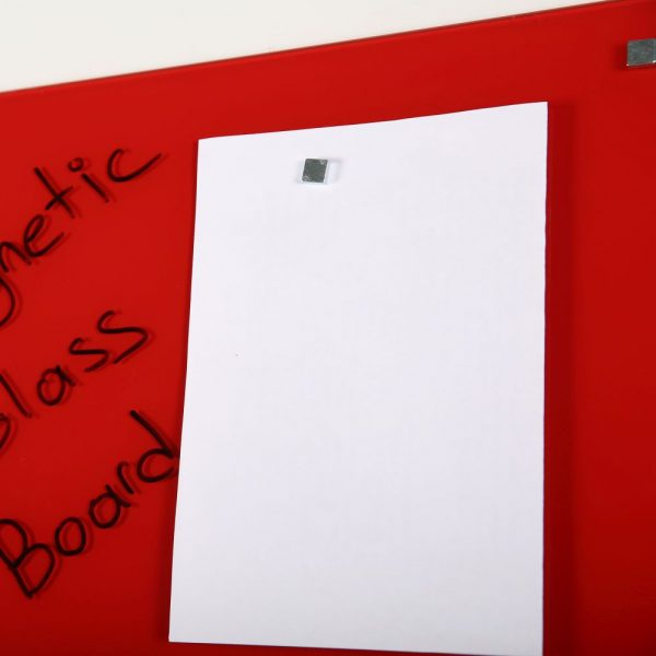 magnetic-glass-board-red-23-63-x-35-44-with-a-pen-4-magnetic-pins (4)