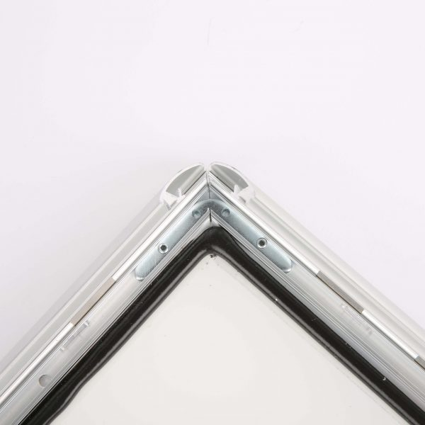 weatherproof-snap-poster-frame-1-inch-silver-color-mitred-profile1